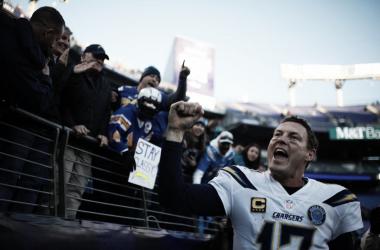 Philip Rivers sigue en camino a la Super Bowl. Foto: Chargers