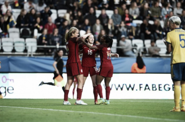 Rose Lavelle celebrates her goal with her teammates | Source: ussoccer.com