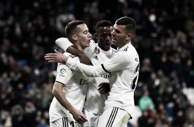 Vinicius, Ceballos y Lucas Vázquez celebrando un gol del Real Madrid | Foto: Real Madrid