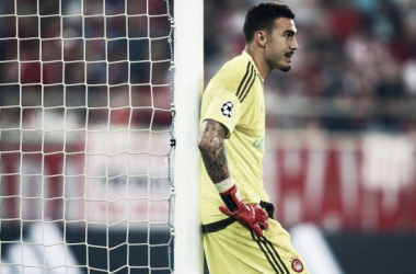 A man of the match performance but no reward, Roberto stands in disbelief after conceding the freak goal. Image credit: kicker