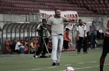 """Roberto Fernandes comemora vantagem obtida pelo Náutico: """"Pequena, mas muito boa"""""""