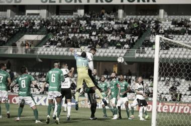 Pressionado, Coritiba vence Guarani e volta respirar na Série B