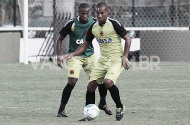 Zagueiro Rodrigo volta a treinar normalmente em São Januário