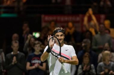 Federer vence alemão e fica a uma vitória de voltar a ser número um do mundo