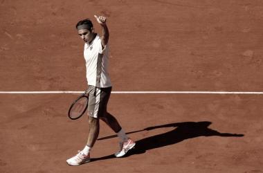 Roger Federer durante un juego en Roland Garros 2019. Fuente: Zimbio.