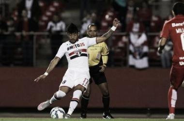Com boa atuação do estreante Rogério, São Paulo vence Internacional e volta ao G-4