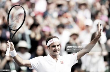 Federer saluda a la afición tras ganar el partido. Foto: Getty Images.