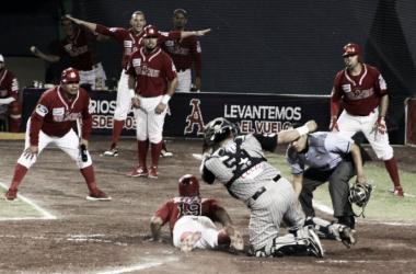 En safe fue la victoria roja | Foto: Sultanes de Monterrey