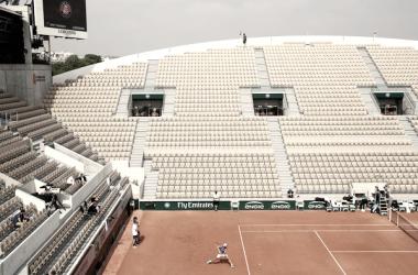 Rafael Nadal entrenando en las pistas de Roland Garros Foto:zimbio.com