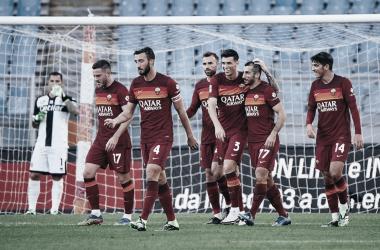 Avassaladora, Roma bate Parma e cola nos líderes do Italiano