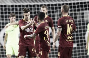 Los futbolistas de la AS Roma se felicitan por un gol al Barça I Foto: Reuters