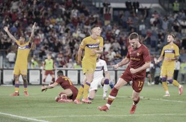 Em jogo de duas expulsões, Roma conta com 'lei do ex' e bate Fiorentina na estreia da Serie A