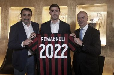 Italiano foi um dos destaque na defesa do Milan na última temporada (Foto: Divulgação/ACMilan)