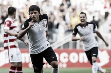 """Autor de dois gols contra Linense, Romero agradece a Tite: """"Sempre me falou para melhorar"""""""