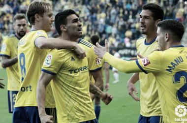 Los jugadores cadistas celebran el único gol del partido. Fuente: La Liga