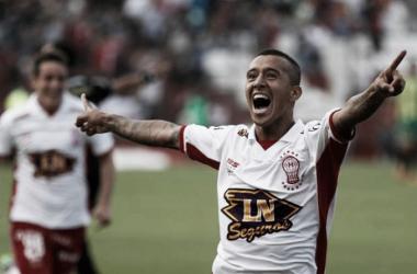 Romero Gamarra anotó el primero de Huracán./Foto: Canchallena