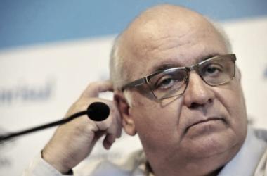 Presidente do Grêmio revela limitação financeira e dificuldade em acerto com centroavante