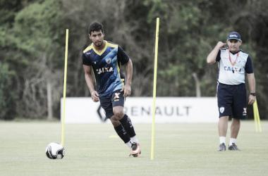 Atlético-GO acerta empréstimo de volante Rômulo, do Londrina, até o final da temporada