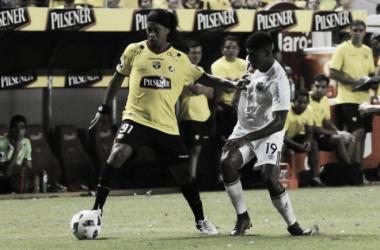 El legendario Ronaldinho enfrentó a la San Martín. Foto: estadio.ec