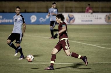 Ronaldo Peña en acción ante Uruguay   Foto: Prensa Vinotinto sub 20