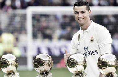 Cristiano Ronaldo con sus cuatro Balones de Oro. | Foto: Real Madrid.