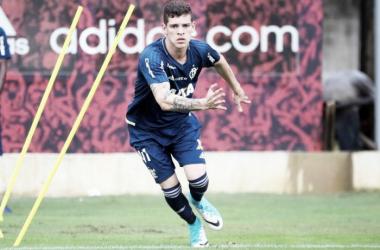 Sem espaço no Flamengo, volante Ronaldo é emprestado ao Atlético-GO até o fim da temporada
