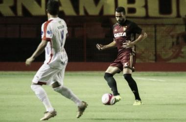 Defensor, assim como goleiro Magrão, comenta falta de mobilidade do time na etapa inicial (Foto: Williams Aguiar/Sport