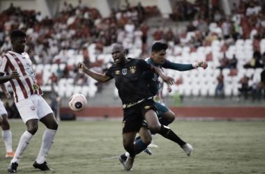 """Guto Ferreira reclama de pênalti não marcado ao Sport: """"Não sei o que ele marcou"""""""