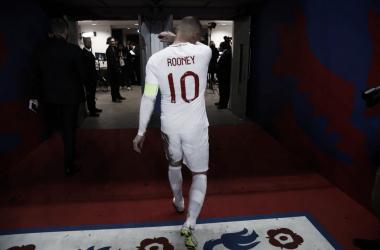 Goleada de Inglaterra para homenajear a Wayne Rooney