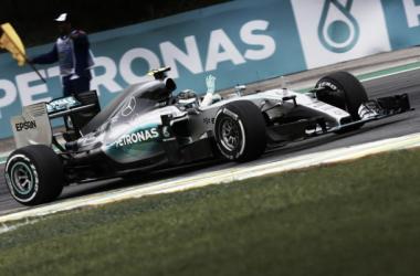 Rosberg trionfa in Brasile, ancora doppietta Mercedes. Ferrari 3° e 4°