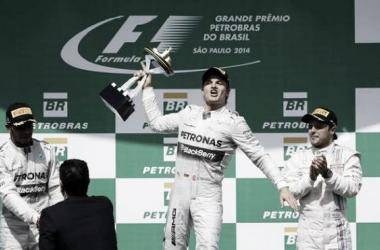 O pódio do GP do Brasil, liderado por Nico Rosberg. (foto: AP/Felipe Dana)