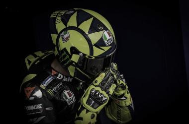 Valentino Rossi sale del box. Foto:MotoGP.com
