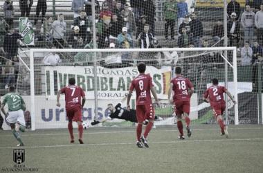 Rubén Rivera abre el marcador de penalti. Foto: Mérida AD