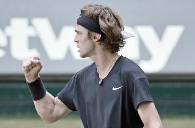 Andrey Rublev venceuPhilipp Kohlschreiber no ATP 500 de Halle 2021 (ATP / Divulgação)