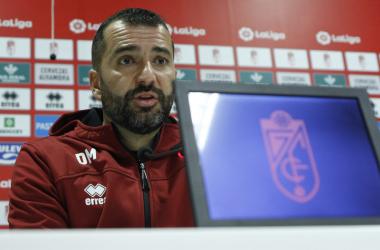 Diego Martínez, entrenador del Granada CF, en rueda de prensa | Foto: Antonio L. Juárez