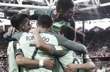 La gioia lusitana dopo il gol decisivo.   Fonte immagine: Twitter @FIFAcom