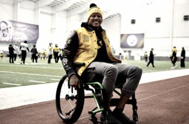 Ryan Shazier se presentó ayer a la practica del equipo de Mike Tomlin   Foto: Pittsburgh Steelers