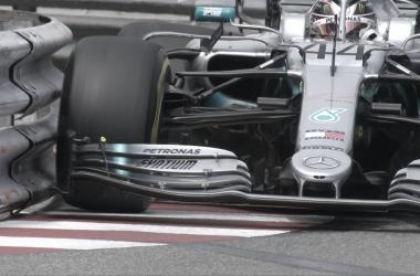 El Mercedes de Hamilton entrando a la curva de la piscina | Foto: Fórmula 1