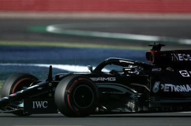 Hamilton transitando con su Mercedes | Foto: Fórmula 1