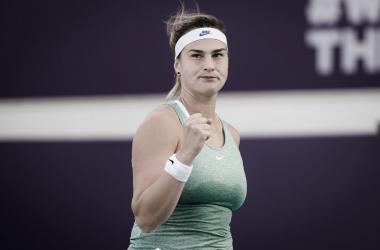Sem grandes sustos, Sabalenka vence Jabeur no WTA de Abu Dhabi
