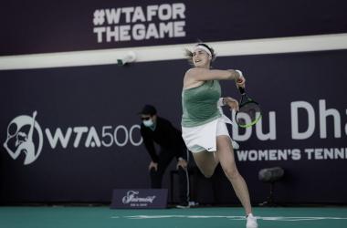 Sabalenka vence confronto equilibrado contra Rybakina em Abu Dhabi