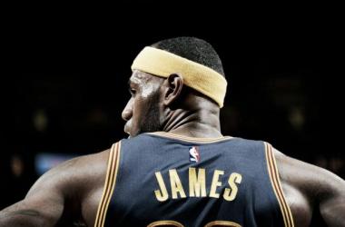 LeBron James, el más joven en llegar a los 25.000 puntos