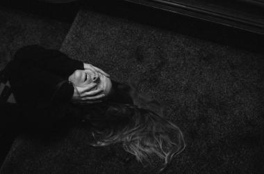 """""""Saint Maud"""": Una atmósfera inquietante para una película que te dejará hipnotizado"""