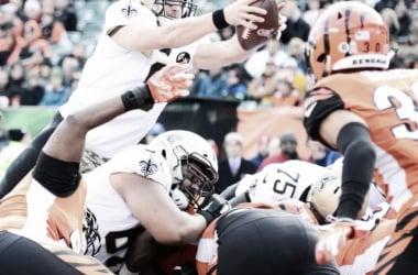 Drew Brees anotando un touchdown. (foto: www.neworleanssaints.com)
