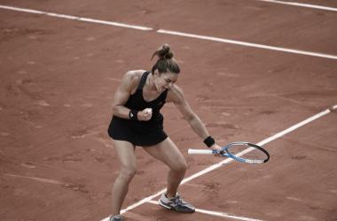 Sakkari derruba atual vice-campeã Kenin e segue às quartas em Roland Garros