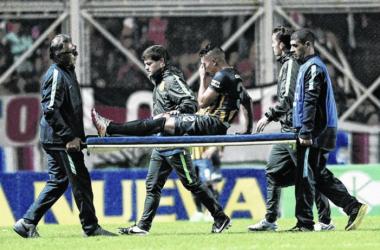 Salazar se retiró desgarrado. // Foto: La Capital.