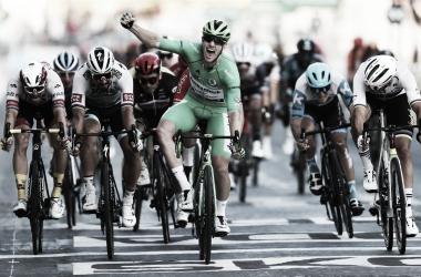 Sam Bennett obtuvo en París su séptima victoria de etapa en una gran vuelta. Imagen de @deceuninck_qst (extraída de @GettySport)