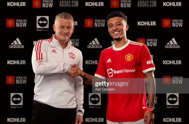JULY 23: Jadon Sancho of Manchester United shakes hands with Manchester United Head Coach / Manager Ole Gunnar Solskjaer at Carrington Training Ground on July 23, 2021 in Manchester, England. (Photo by Ash Donelon/Manchester United via Getty Images)