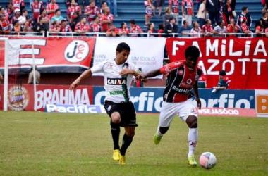 Joinville bate Figueirense e volta ao G-4 da Série B
