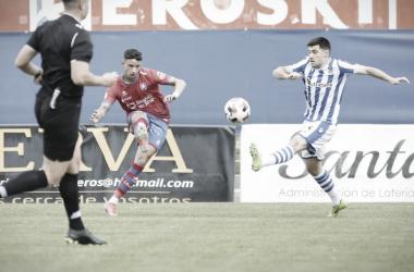 El Haddadi golpeando el balón. / Vía: CD Calahorra